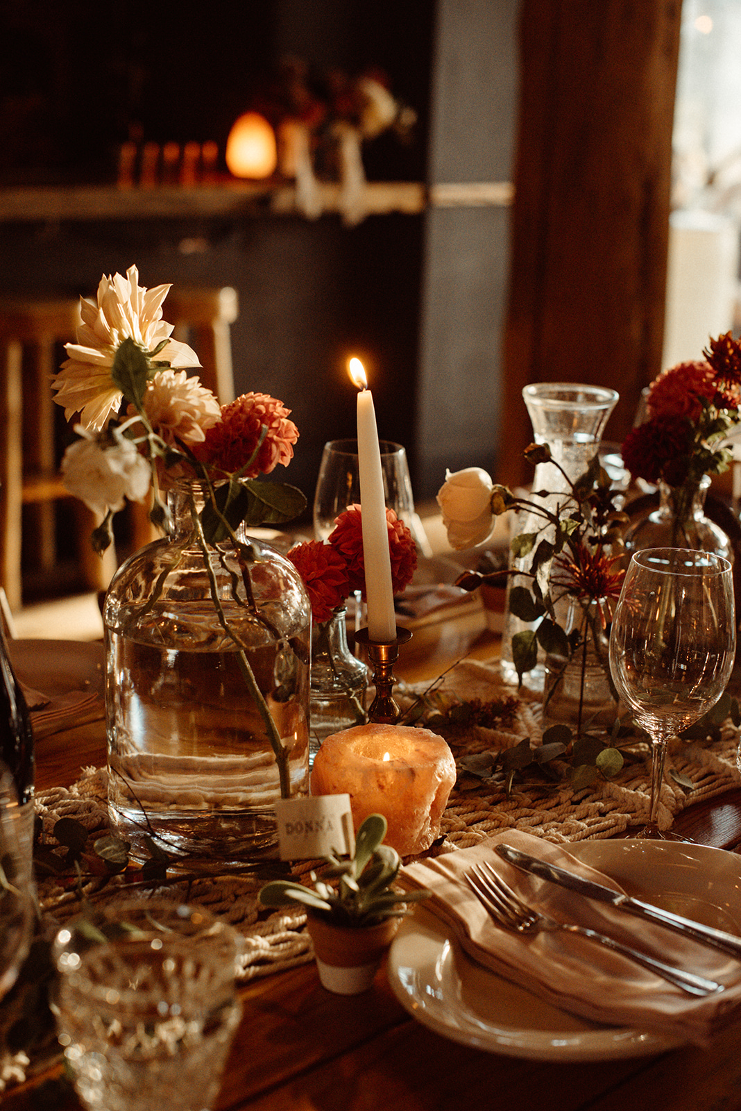 An intimate boho vibe at  Suttle Lake Lodge . Photography  Kat Gillespe , Coordination  Ella Events , Florals  HART Floral , decor and vintage glassware  Curated .