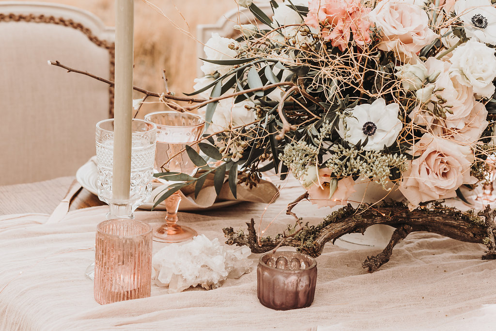 Light, airy, and blush feels on the high desert. Photography  K. Gabrielle Photography , florals by  Summer Robbins Flowers , rentals by  Curated .