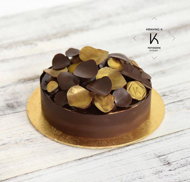 [Hazelnut & Chocolate Gâteau]  Hazelnut & chocolate Dacquoise, Hazelnut mousseline cream, Hazelnut & chocolate crunch base seasoned with pink salt ,  #valrhona chocolate wrap & chocolate discs, chocolate glaze ——————————————————————— Don't forget you can now order your 🎂 through。 💻 www.kravingk.com . 📱 +8️⃣5️⃣2️⃣ 6️⃣6️⃣0️⃣8️⃣ 3️⃣8️⃣3️⃣3️⃣——————————————————————— #hongkongfood #hkfoodie #hkfoodporn #hkfoodstagram #hkbaking #hkbakery #hkdessert #hongkongcakes #hkpastry #hkpatisserie  #cakestagram #dessertporn #hkcake  #hongkongcake #hkcakeshop #kravingk #hkbakeryshop #pastryart  #chefstalk #pastrydelights #pastryinspiration #相機食先 #生日蛋糕 #訂蛋糕 #百日宴 #散水餅 #網上蛋糕店 #hkonlinebakery #hkcakeshop #hkcake