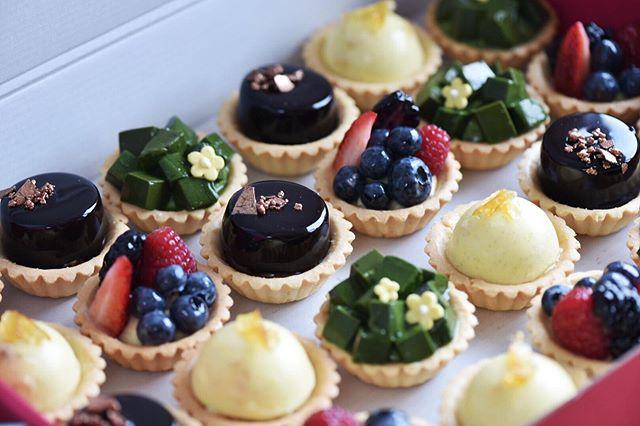 It's tart day! ——————————————————————— 💻 www.kravingk.com . 📱 +8️⃣5️⃣2️⃣ 6️⃣6️⃣0️⃣8️⃣ 3️⃣8️⃣3️⃣3️⃣ ——————————————————————— #Hkfood #hongkongfood #hkfoodporn #hkfoodstagram #hkdessert #hongkongcakes #hkpastry #hkpatisserie  #cakestagram #dessertporn #hkcake  #hongkongcake #hkcakeshop #kravingk #hkbakeryshop #pastryart  #chefstalk #pastrydelights #pastryinspiration #訂蛋糕 #百日宴 #散水餅 #網上蛋糕店 #hkonlinebakery #chefsgossips #香港蛋糕店