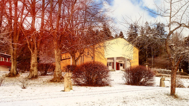 Vi återvänder nu till Arken. Som nihar förstått vid det här laget är Arken centrum för aktivitetenpå Solberga. Och nu är det dags för julspelet.