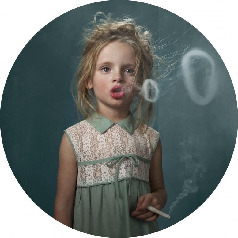 frieka_janssens_smoking_kids_13