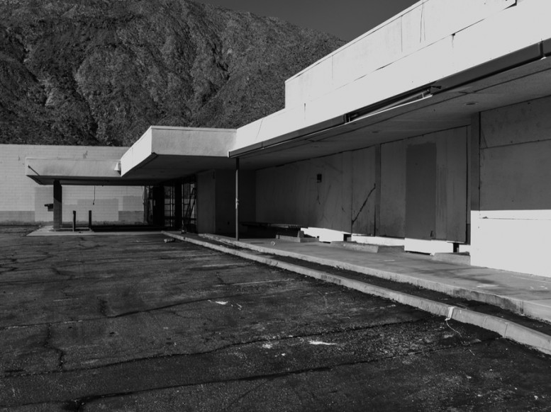 portrait_of_a_defeated_architecture_hedi_slimane_palm_springs_10