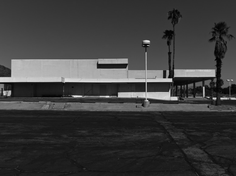 portrait_of_a_defeated_architecture_hedi_slimane_palm_springs_16
