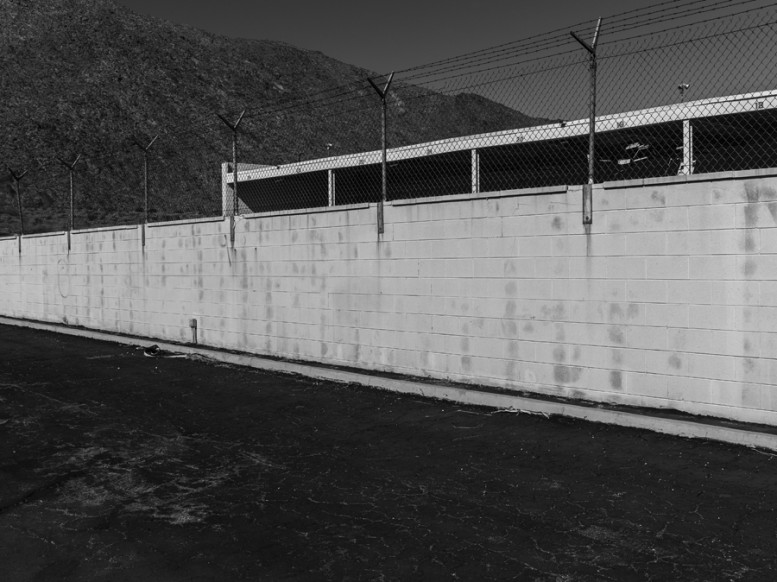 portrait_of_a_defeated_architecture_hedi_slimane_palm_springs_18