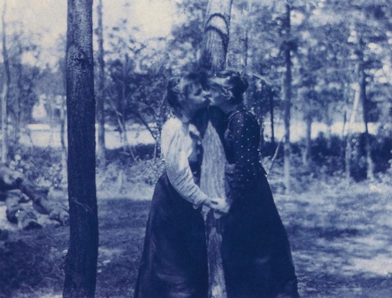 The_Face_in_the_Lens_Robert_Flynn_Johnson_USA_cyanotype_circa_1890
