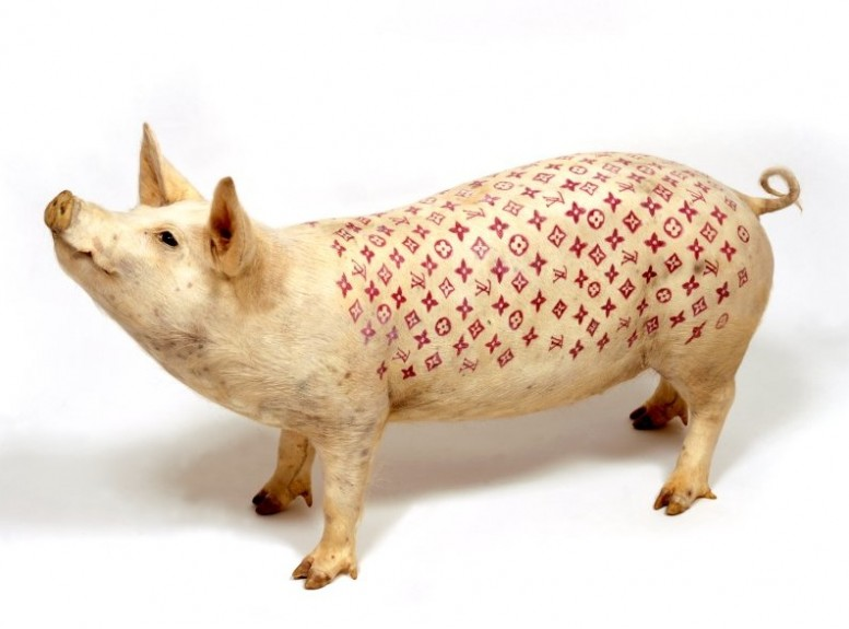 Wim_Delvoy_tattooed_pig_large_louis_vuitton