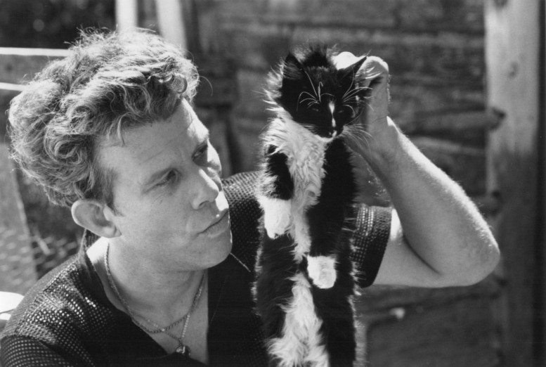 tom_waits_holding_cat_by_scruff