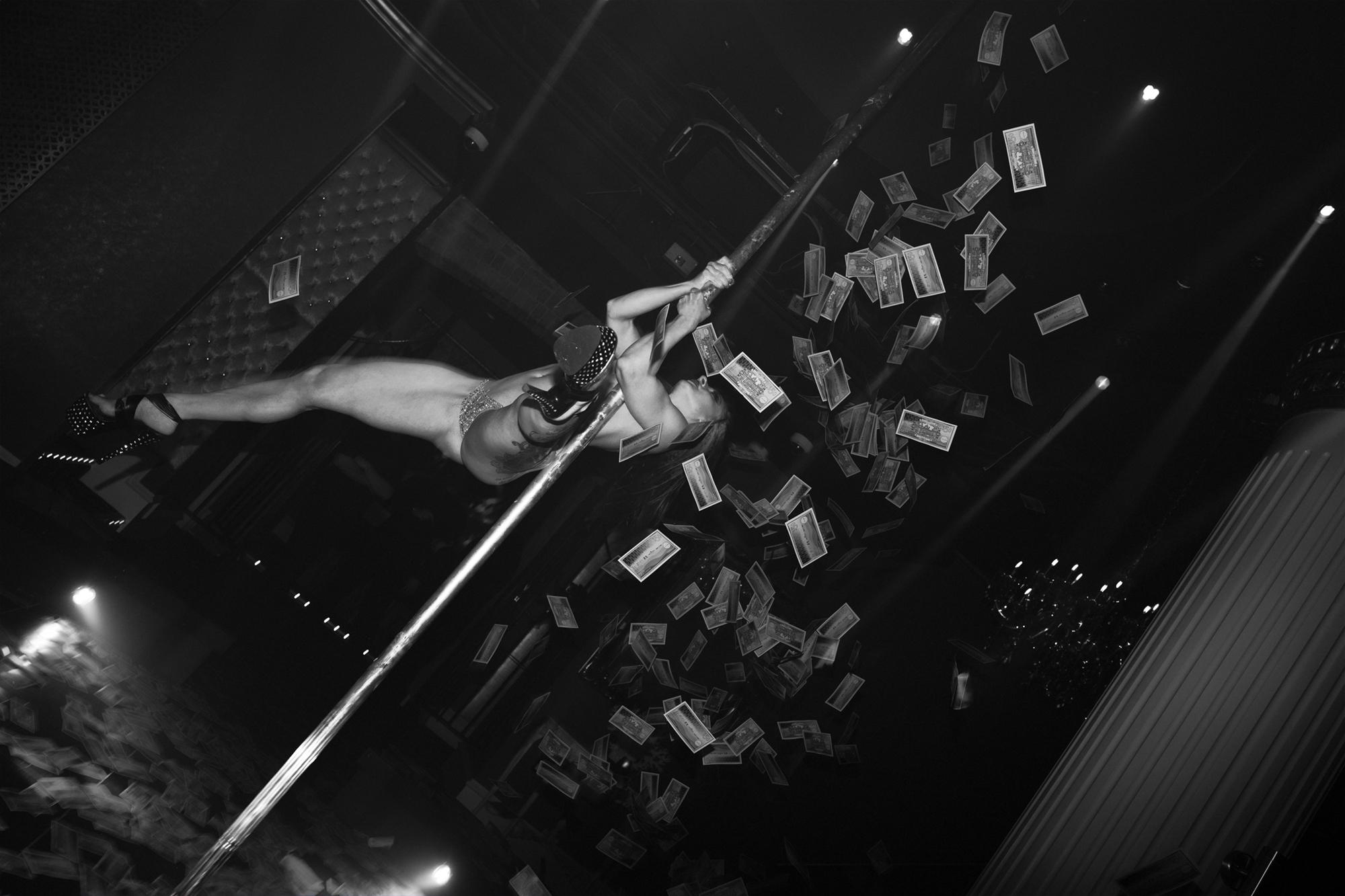 Linda Farrow Stripped_03.jpg