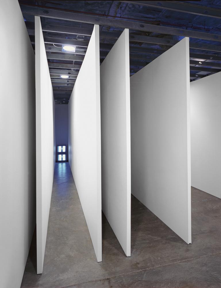 l_nauman_corridor_installation_nicolaswilder_1970.jpg