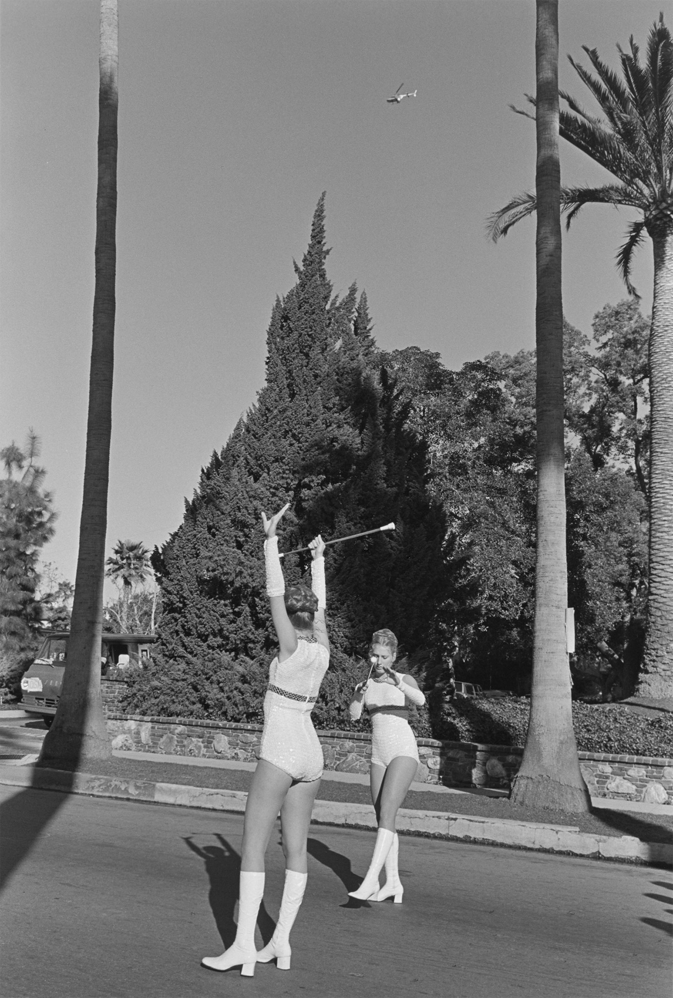 Henry Wessel,   Pasadena, California,   1974 © Henry Wessel; courtesy Pace/MacGill Gallery, New York