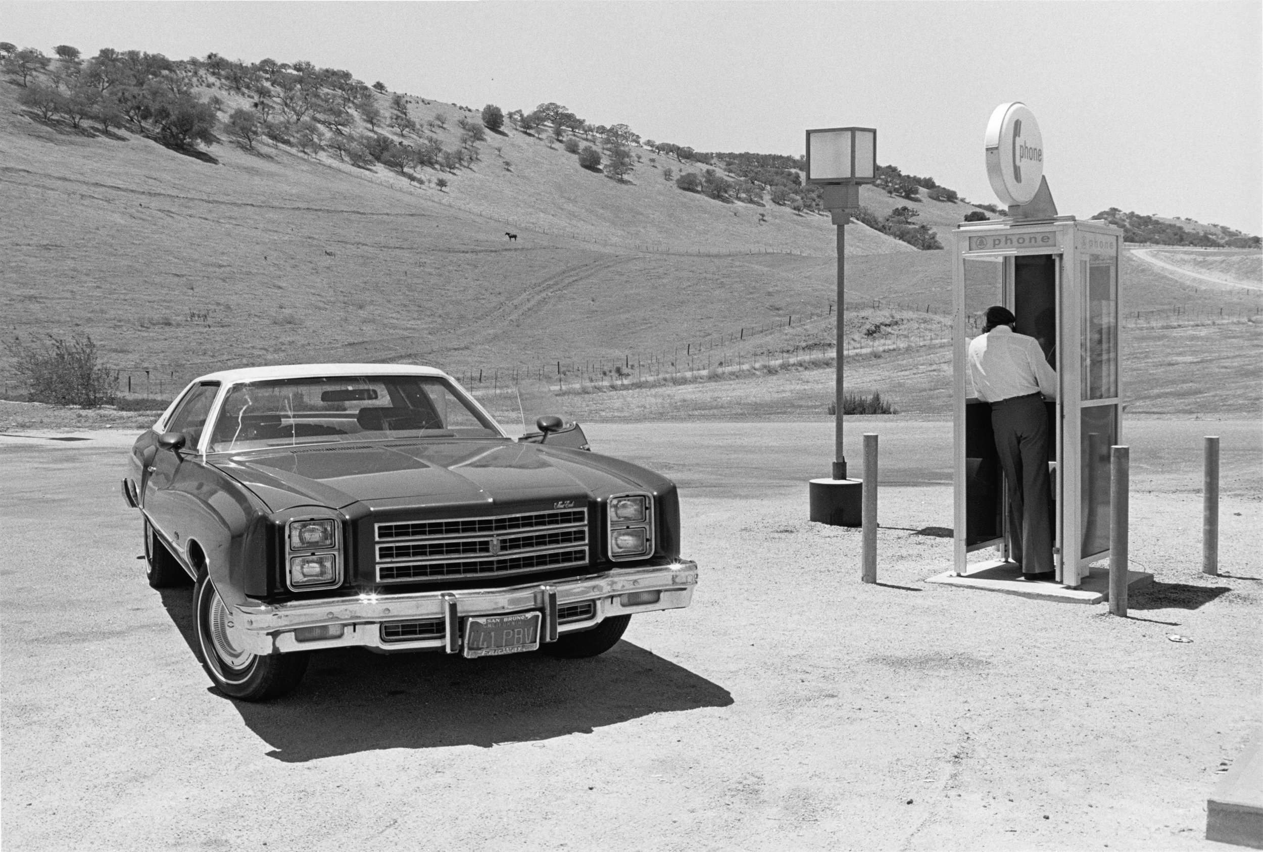 Henry Wessel,   California,   1977 © Henry Wessel; courtesy Pace/MacGill Gallery, New York