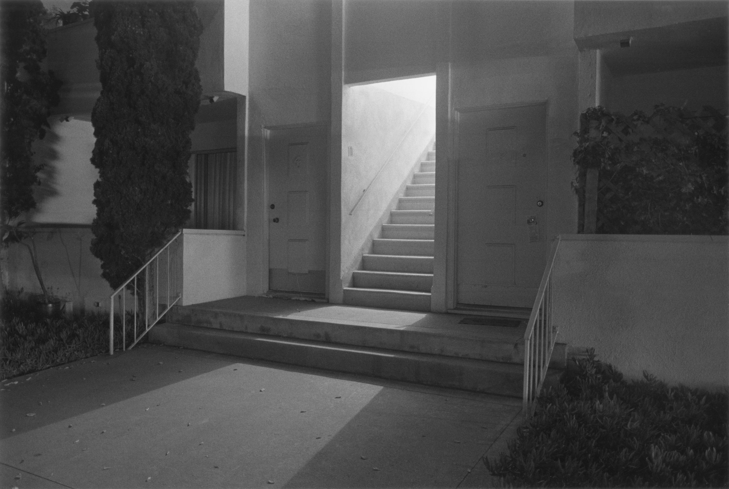 Night Walk No.21,   1998, De la série   Sunset Park   © Henry Wessel; courtesy Pace/MacGill Gallery, New York