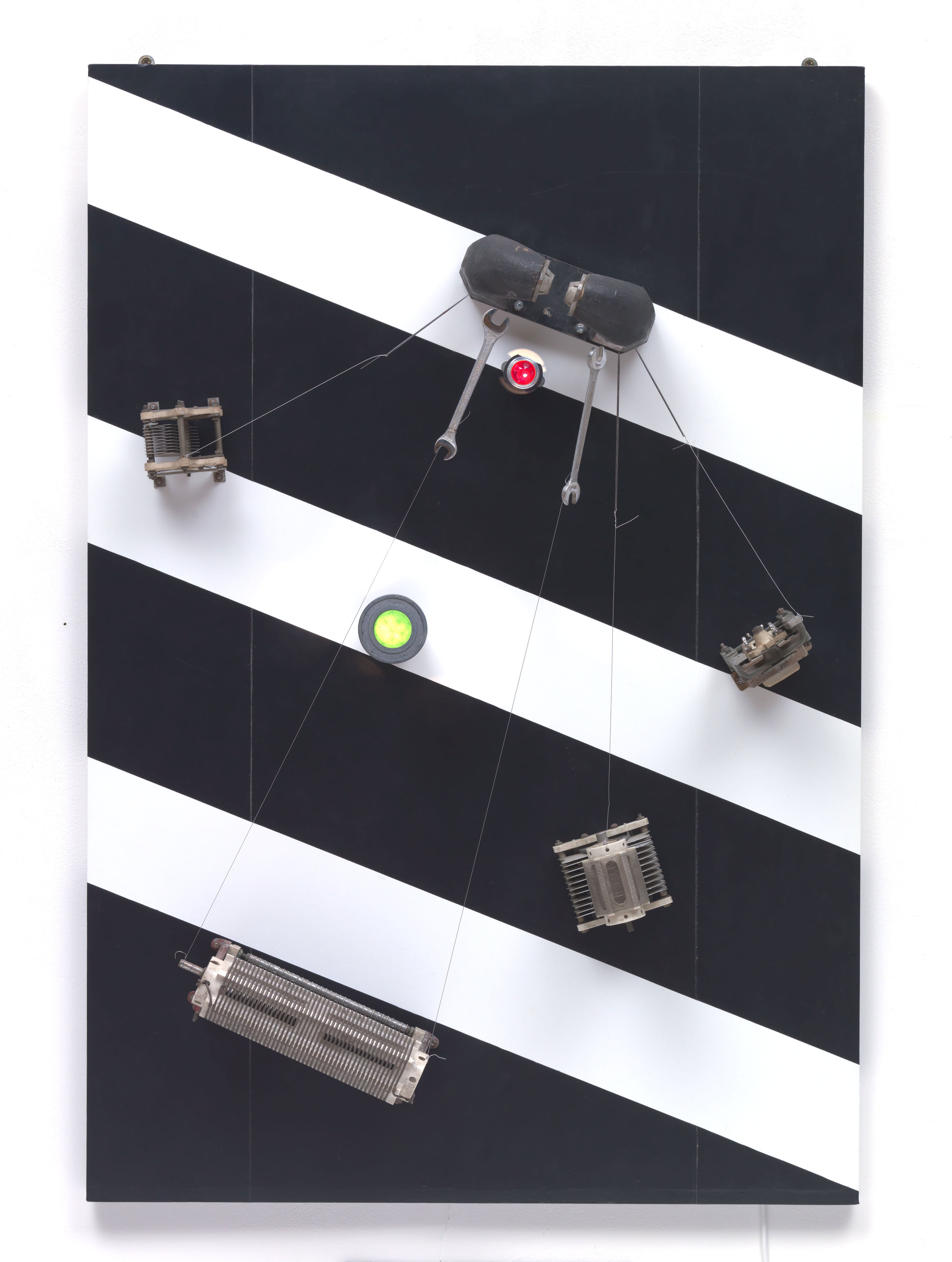 Telepainting  1964 Ceramic, iron, lamps, magnet, nylon thread, plastic, rheostats, steel screwdriver, vinyl, wood 110.1 x 75.2 x 17 cm Private Collection © ADAGP, Paris and DACS, London 2019 Photo: © Tate (Andrew Dunkley and Mark Heathcote)