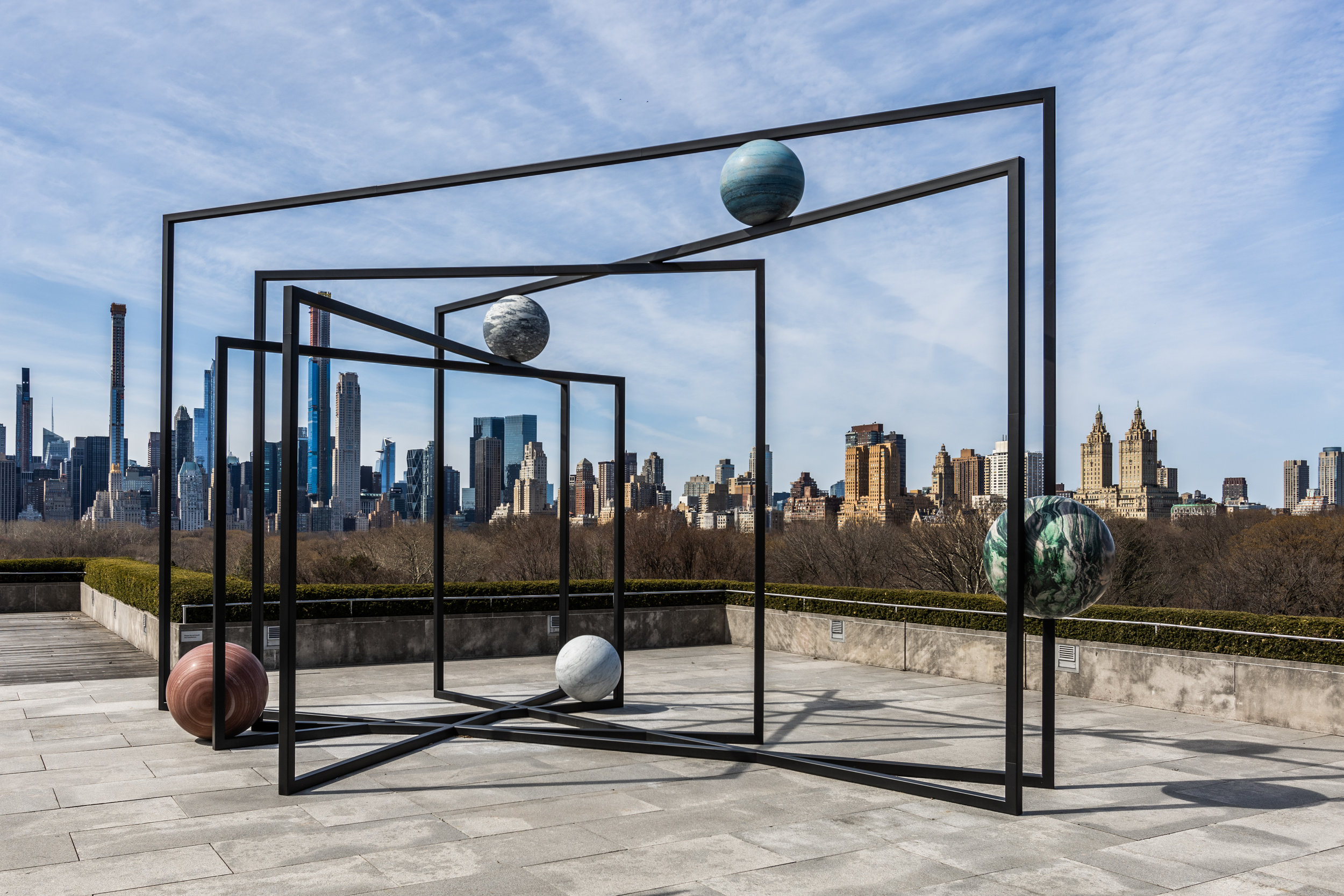 Alicja Kwade (b.1979, Poland). Installation view of ParaPivot I (2019) for The Roof Garden Commission: Alicja Kwade, ParaPivot at The Metropolitan Museum of Art, 2019. Courtesy of the artist; 303 Gallery, New York; KÖNIG GALERIE, Berlin/London; and kamel mennour, Paris/London. Image credit: The Metropolitan Museum of Art, Photograph by Hyla Skopitz