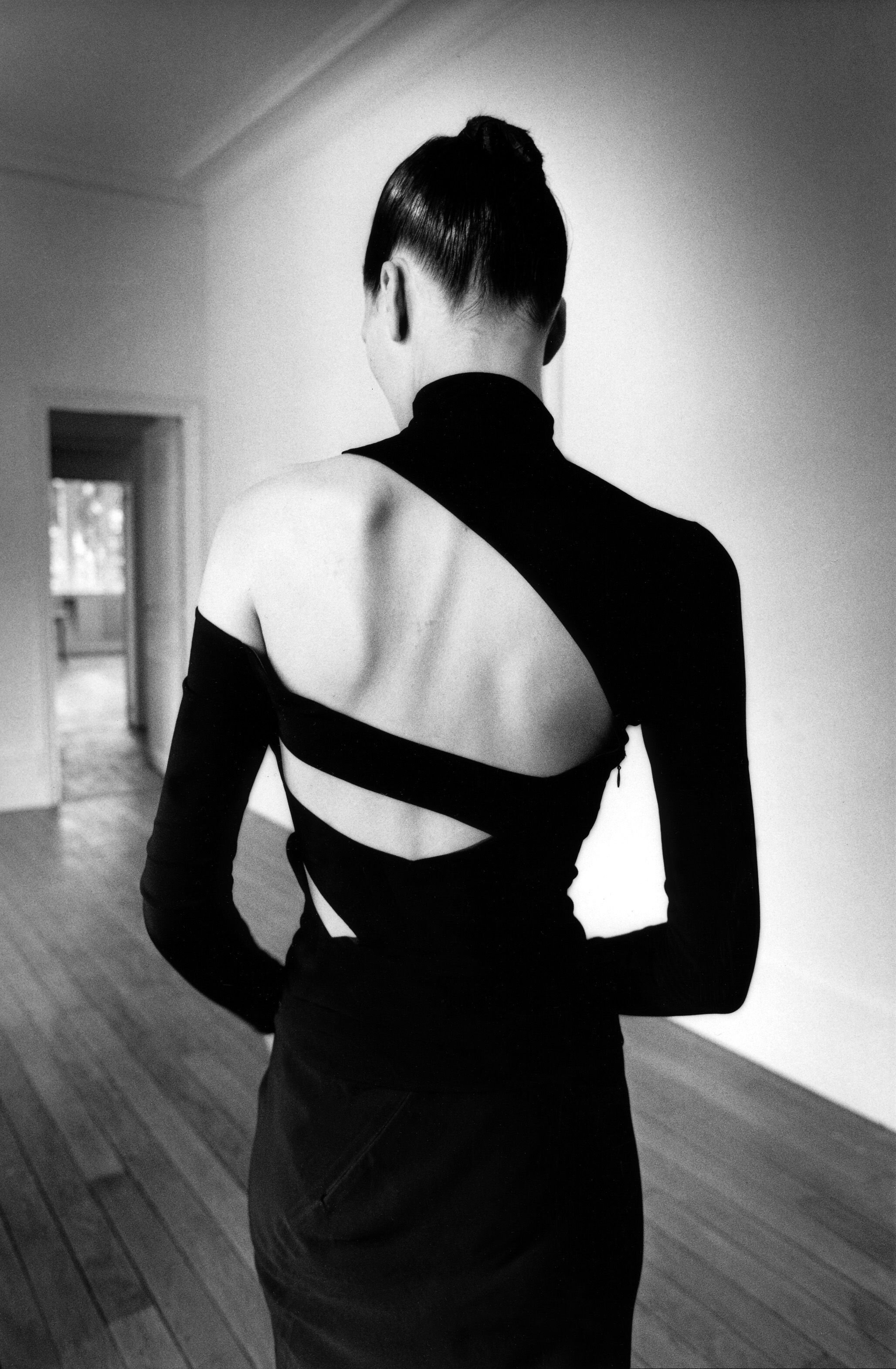 Jeanloup Sieff, Eve from behind, Kim Islinski [Top and skirt Martine Sitbon, published in New York,1997] © Estate of Jeanloup Sieff