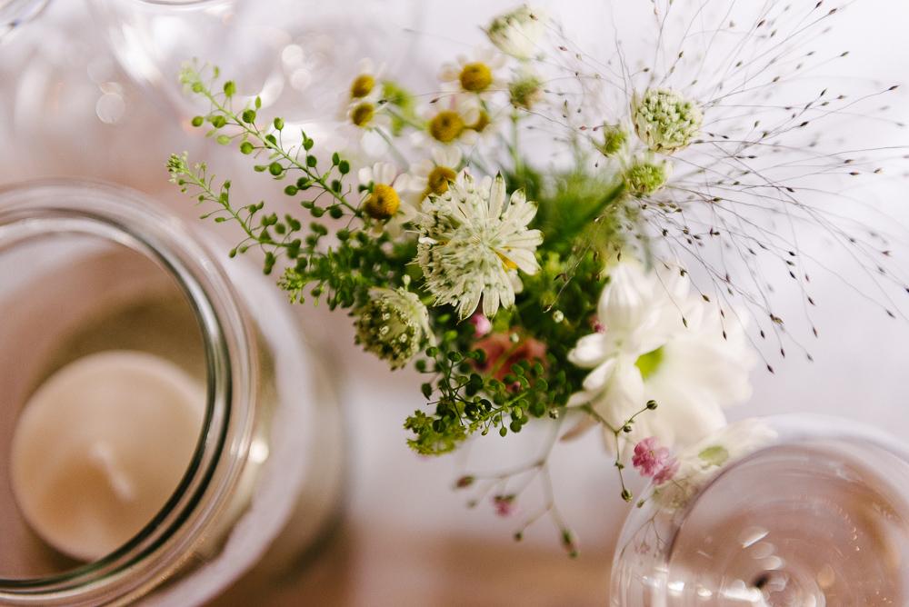 Wiesenblumen Tischdeko Hochzeit