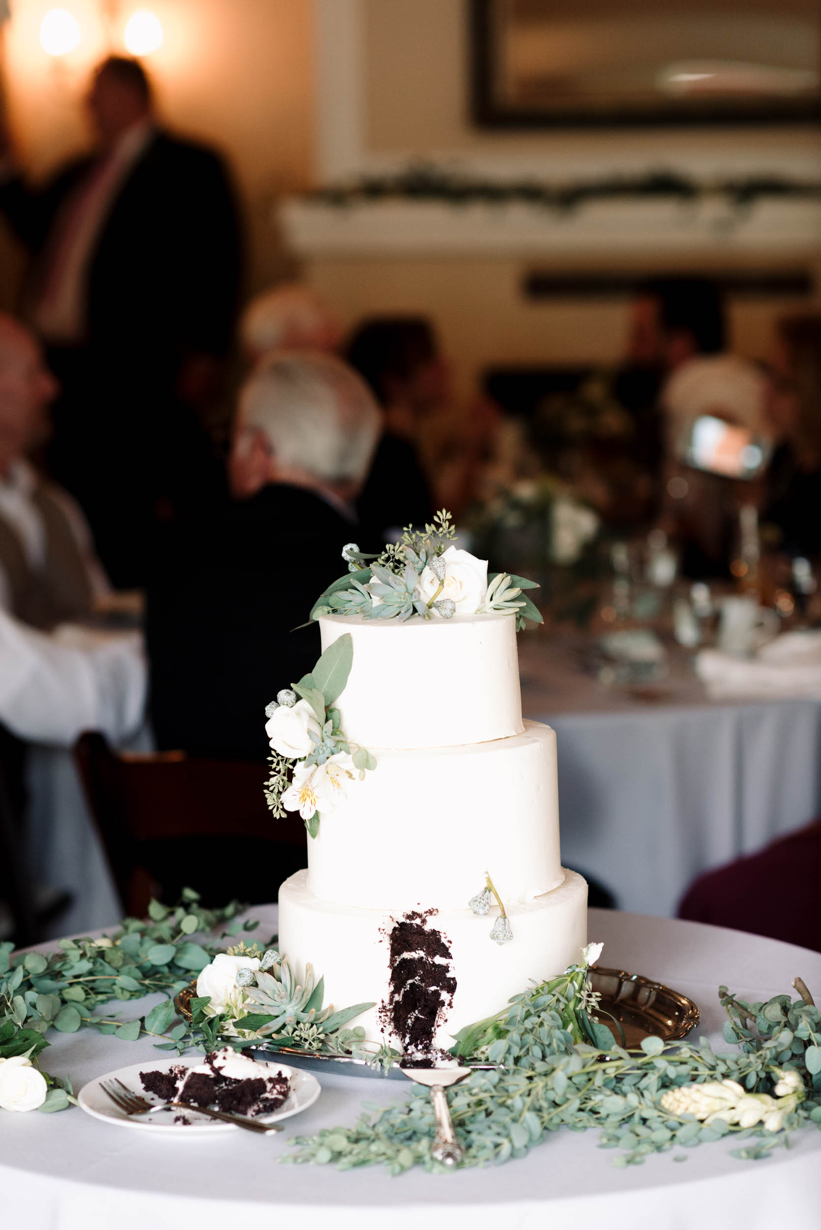 belle&sass_weddingcake_losangeles