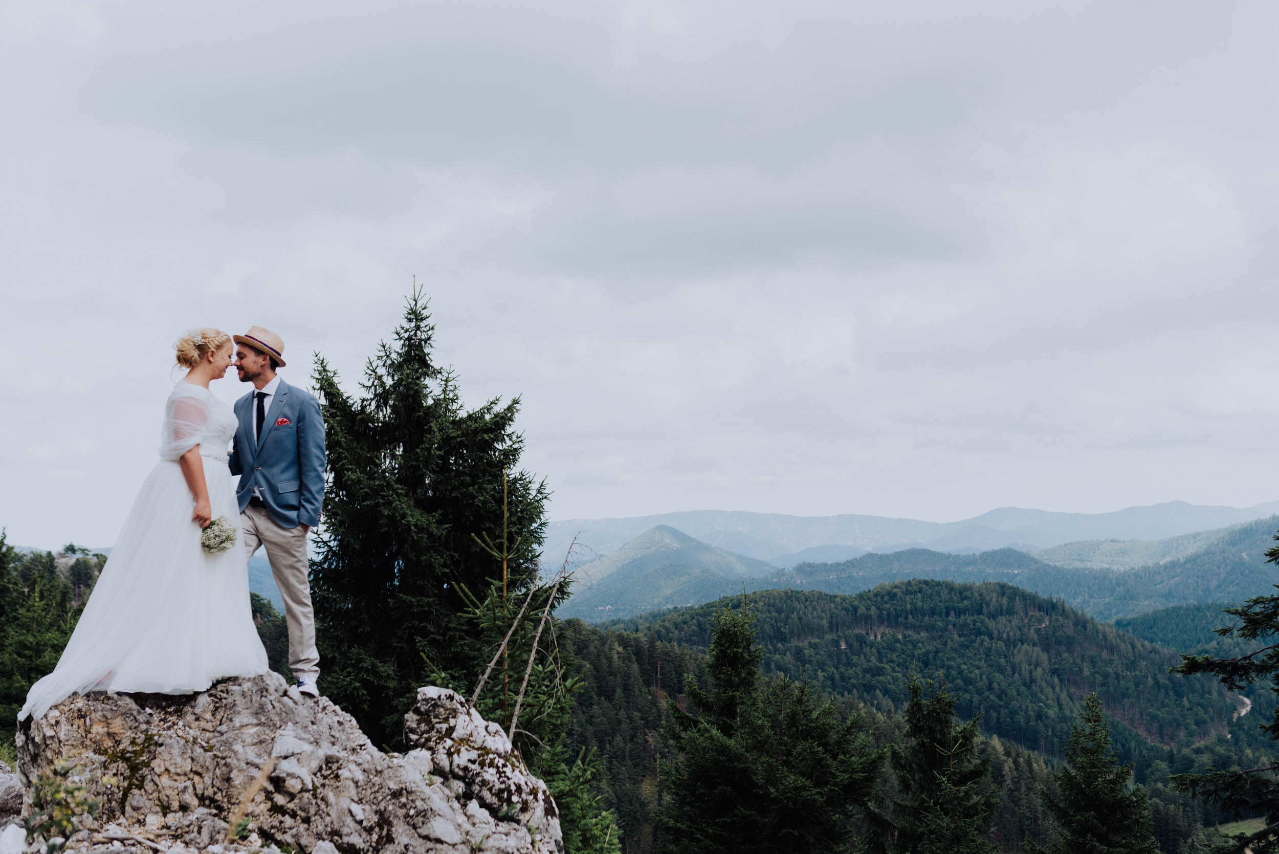 belle&sass_Brunntal_understated_wedding-1.jpg