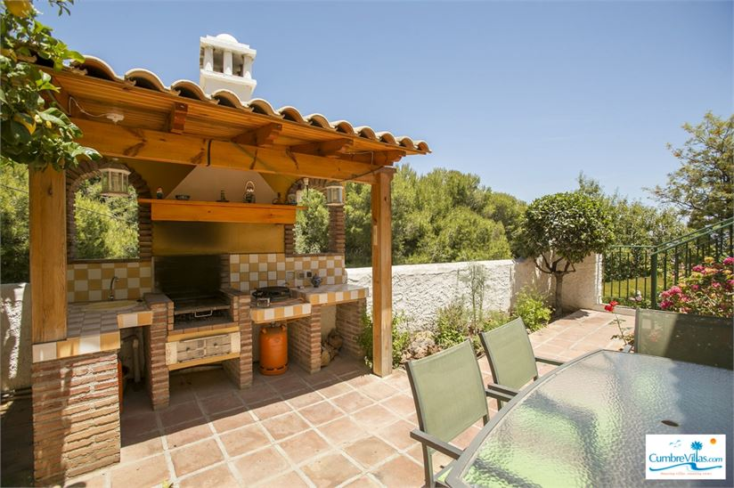 15671675-nice-barbecue-area-off-the-kitchen.jpg