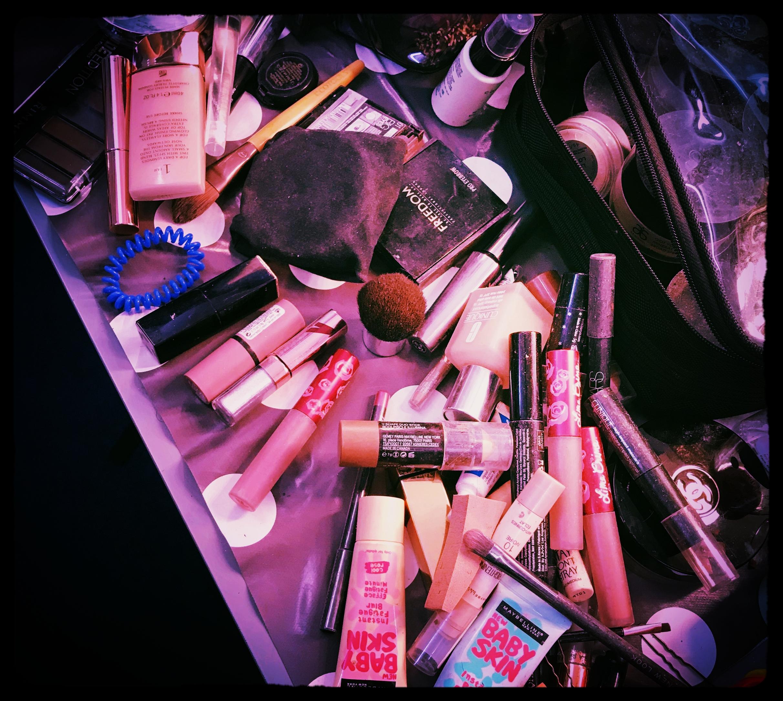 Messy Makeup kit