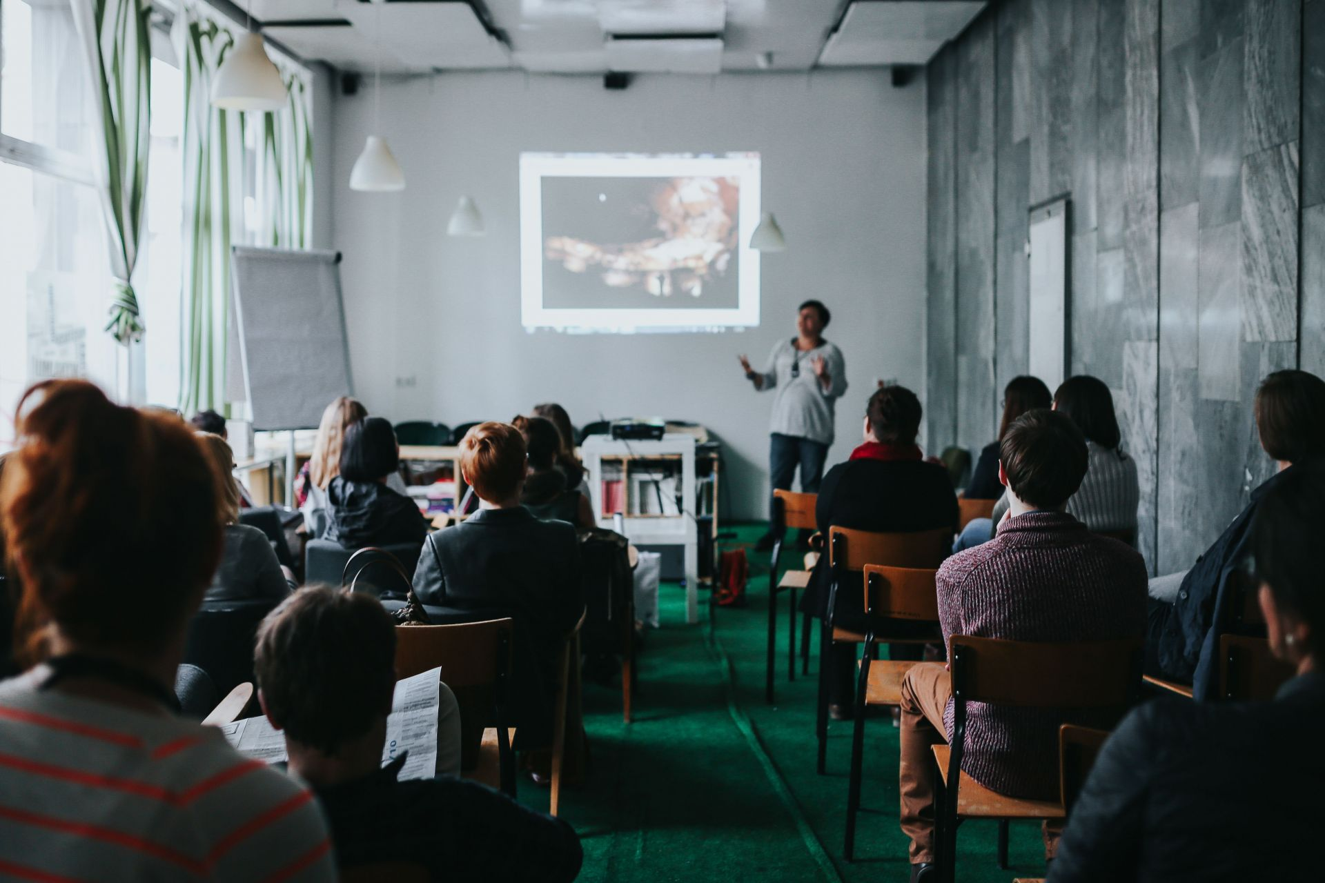 Pitch Trainings that help you convince others and succeed on stage. -