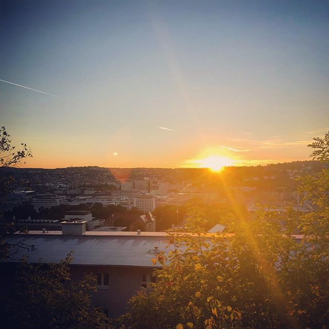 Time to close an unforgettable chapter and open a new one in this journey called life 🌇 #stuttgart #benztown #0711 #kesselliebe #home #change #newcity #sunset #sunrays #skyline #summernights #lifeisgood #lifeisajourney
