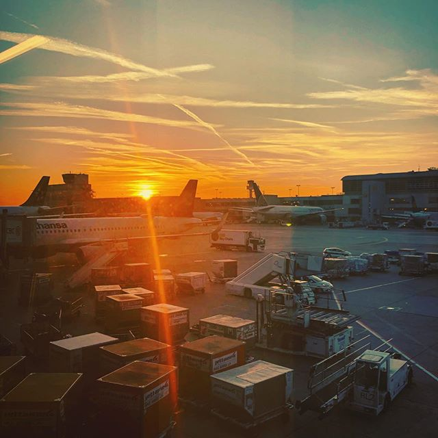 Off to another visit to my favorite sandpit 🛫☀️🌵 #mydubai #frankfurt #fra #sunset #airport #planespotter #cloudysky #sunrays #lifeisgood #iphonephotography #smartphonephotography #photography #travelphotography #travelgram #instatravel #travel #instago #worldingram