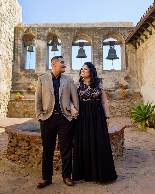 Love is in the air 💕 🍃 Almost time for wedding bells to ring for these two! ✨ . . . . . . . . . . . . . . . #engagedandinked #engagementphotos #engagementshoot #ocphotographer #weddingphotography #engagementphotography #anaheimphotographer #sanjuancapistrano #missionsanjuancapistrano #missionsjc #📷