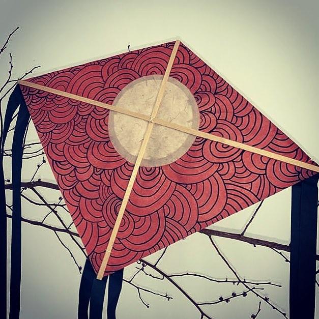 #cerfsvolants en #papier 🌬  Lundi 15/04 chez @lepetitatelier33 .  #paper #paperart #paperdesign #atelier #bordeaux #bordeauxmaville #enfant #air #vol #papier
