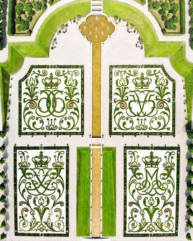 Rosenholm Castle #tbt #summer2018 #denmark . . . . . . . #travel #dk #rosenholmslot #aerial #mavicair #summer #garden #gardening