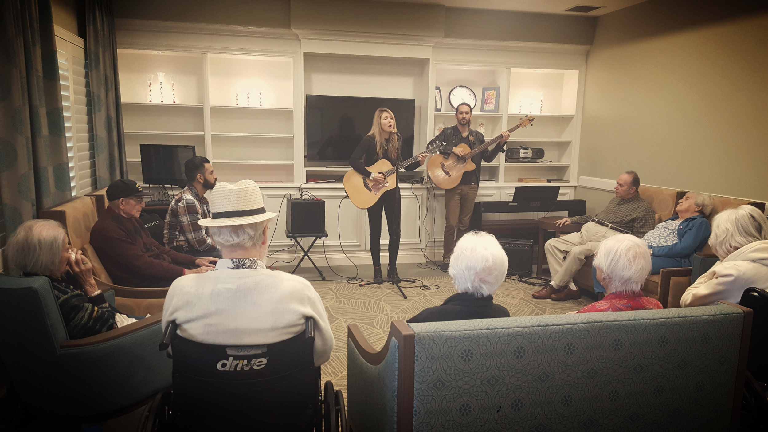 Beatie Wolfe plays San Diego care home