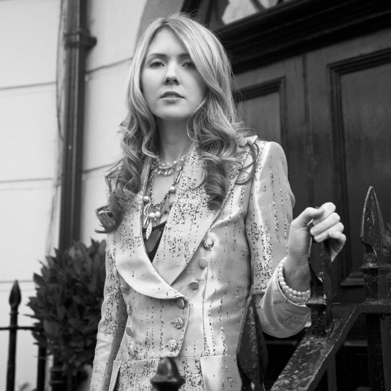 Beatie Wolfe - 2015 Montagu Suare - in her musical jacket outside 34 Montagu Square by Ollie Smallwood (2).jpg