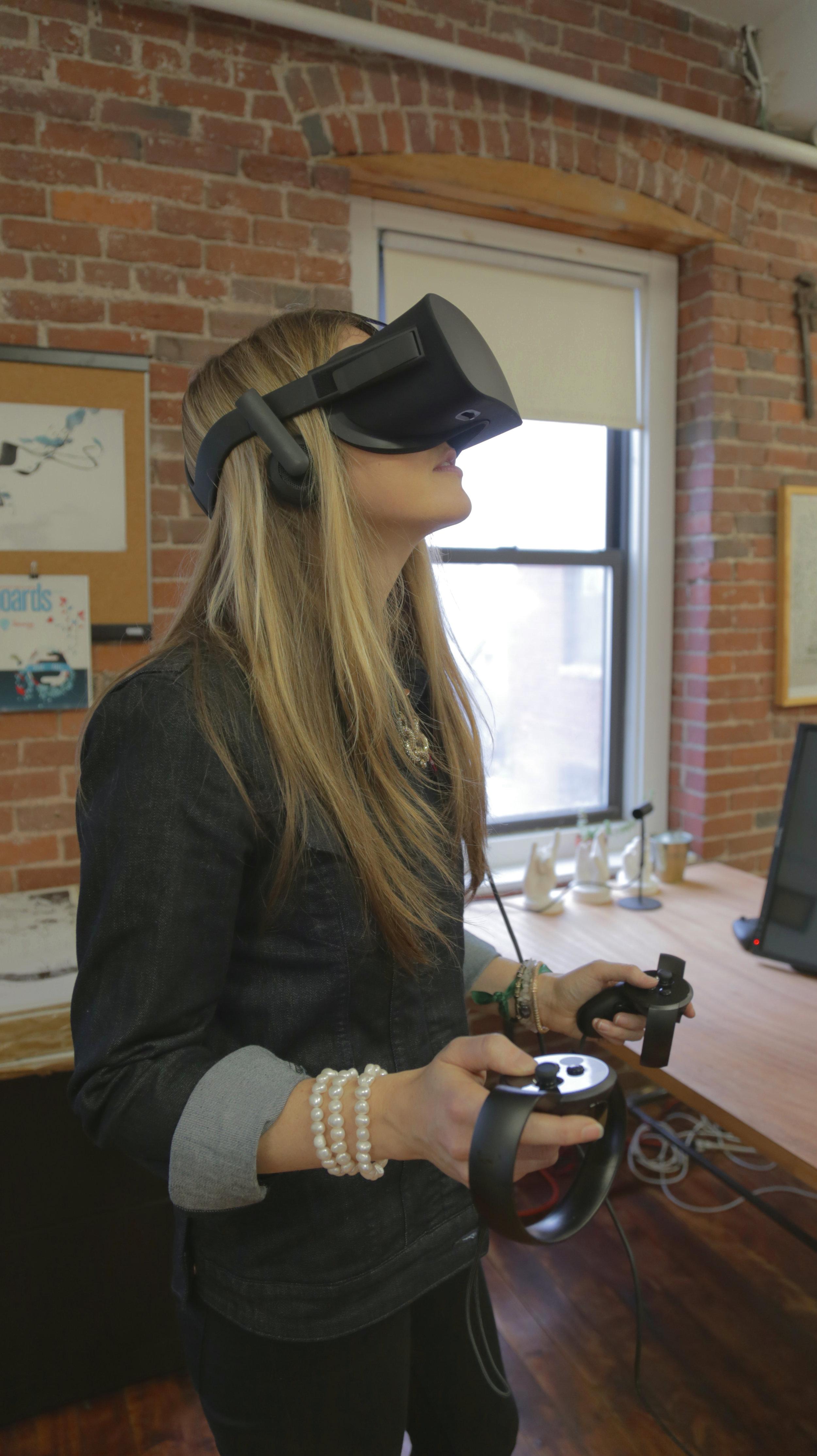 Beatie Wolfe - 2017 Raw Space - VR test with Design IO