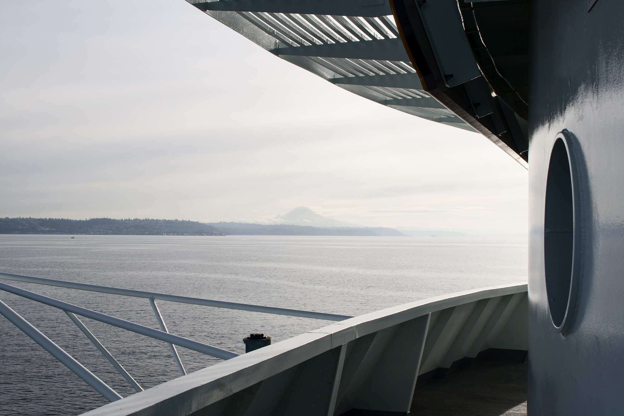 seattle_ferry_with_mountain_and_sea_web.jpg