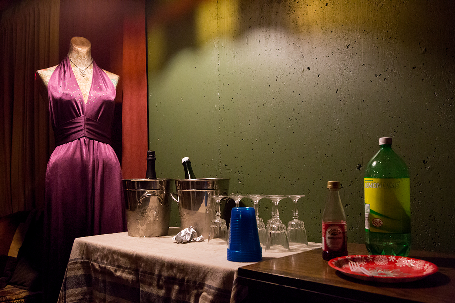 mannequin_champagne_and_soda_web.jpg