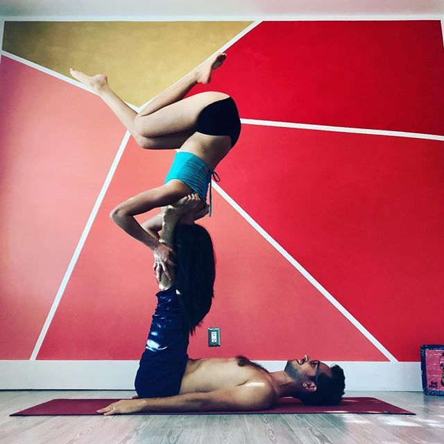 Making shapes and free flowing with @flyinghapa is one of my favorite activities ‼️ However, after you initially approach the practice, you need to strengthen and improve on your technique to access shapes, transitions and flow. Fear not, there are trainings out there studied to help you with that! 😁 . . I'm starting a new 4-week Acro Intermediate Series in Mountain View, CA on Wed 28th!  The format will be 2-hour classes from 8:30 to 10:30pm, intermediate level with focus on Reverse Star and mono-limb RS. Pre-reqs: 30 sec Star and Shoulderstand and about 6 months of Acro experience. The classes will include lots of conditioning and calibration exercises specific to improve your practice and building depth in skills! 👊🏼💥Send me a private message if you are interested or want to register 🙏 . . #buildingdepth #getstronger #mypractice #acro #acroyoga #yoga #partneracro #davideyoga #mountainview #ca #reversestar #geometry #inversion #training #upsidedown #trainharderthanme #partnerworkout #acrofit #skills