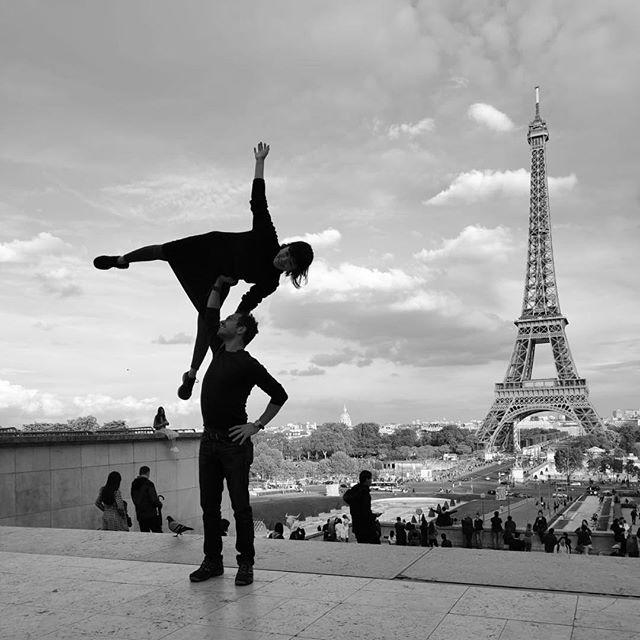 Goodbye Paris, you were definitely full of surprises 🖤💙 . . #acro #standingacro #paris #eiffeltower #acroyoga #blackandwhite #noir #eiffel