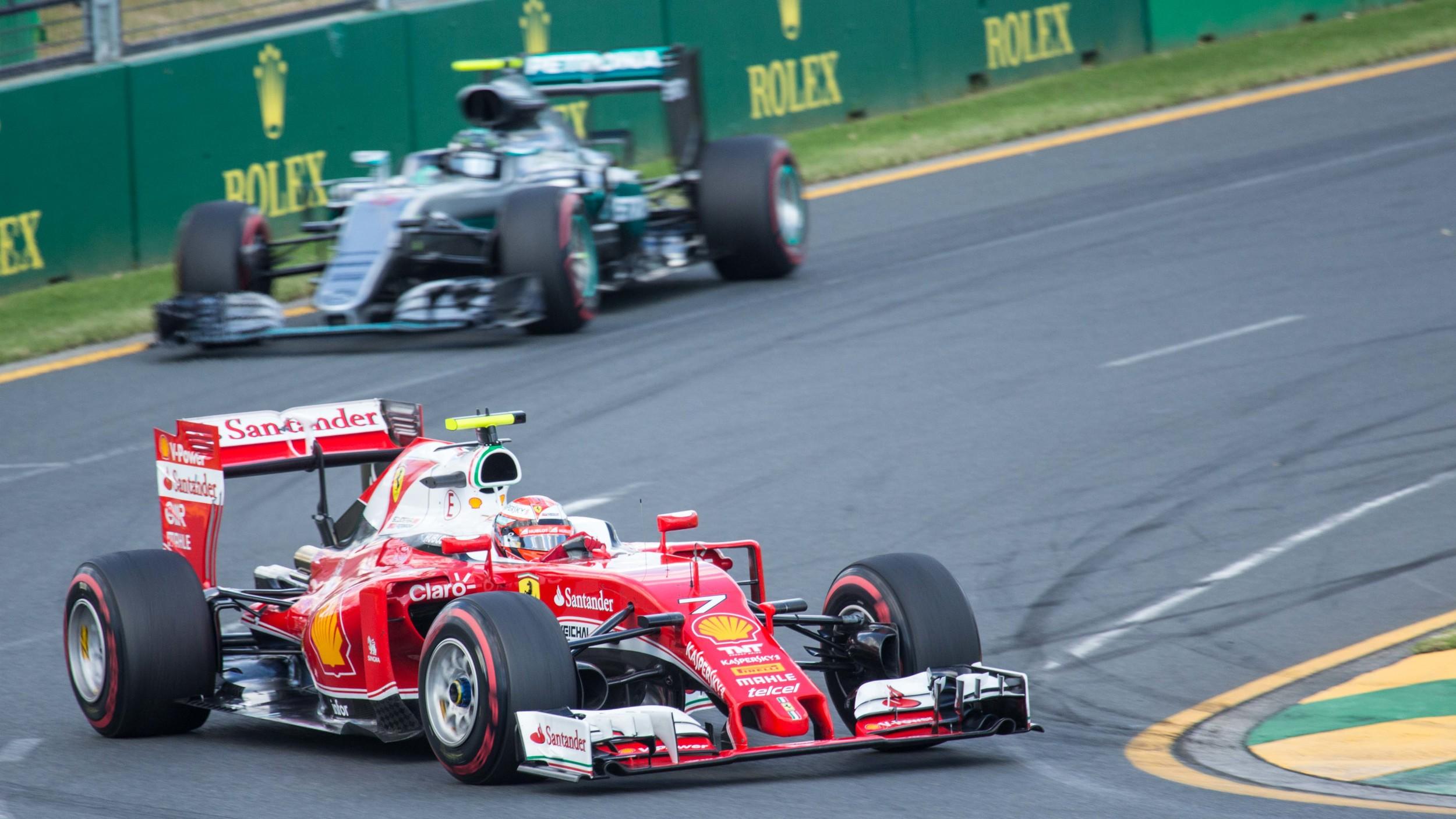 Raikkonen & Rosberg at Turn 15