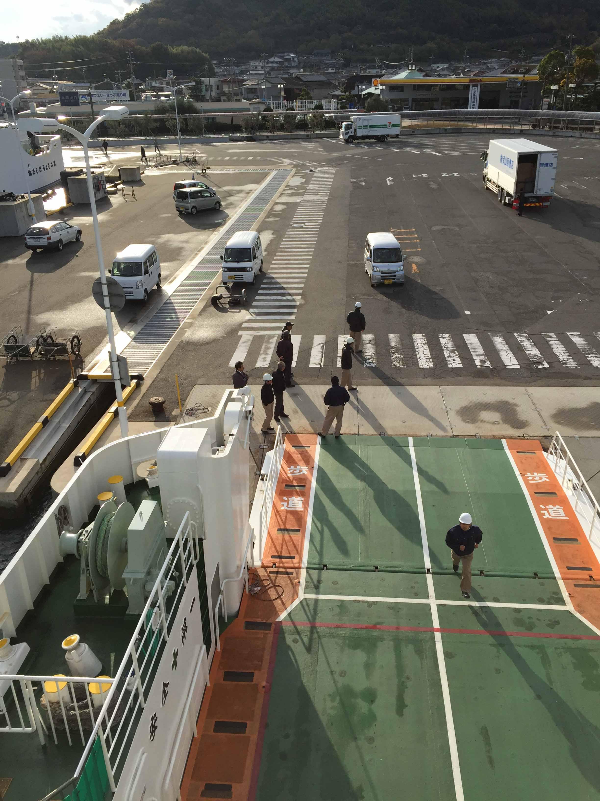 買好票,搭上前往豊島的船