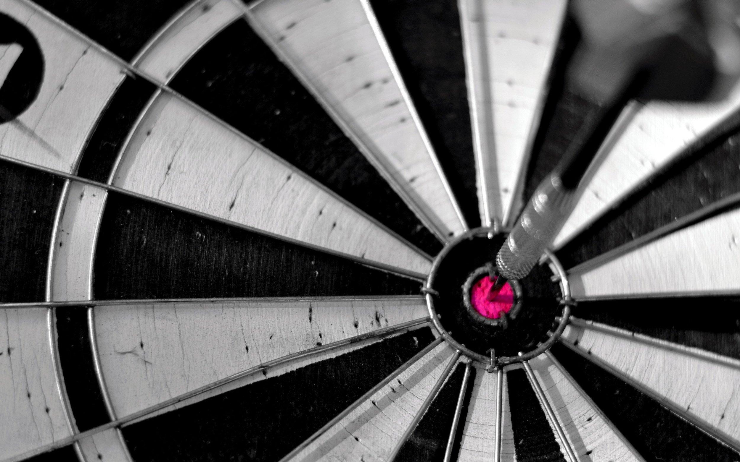 7011597-dartboard-bullseye-sport-macro1.jpg