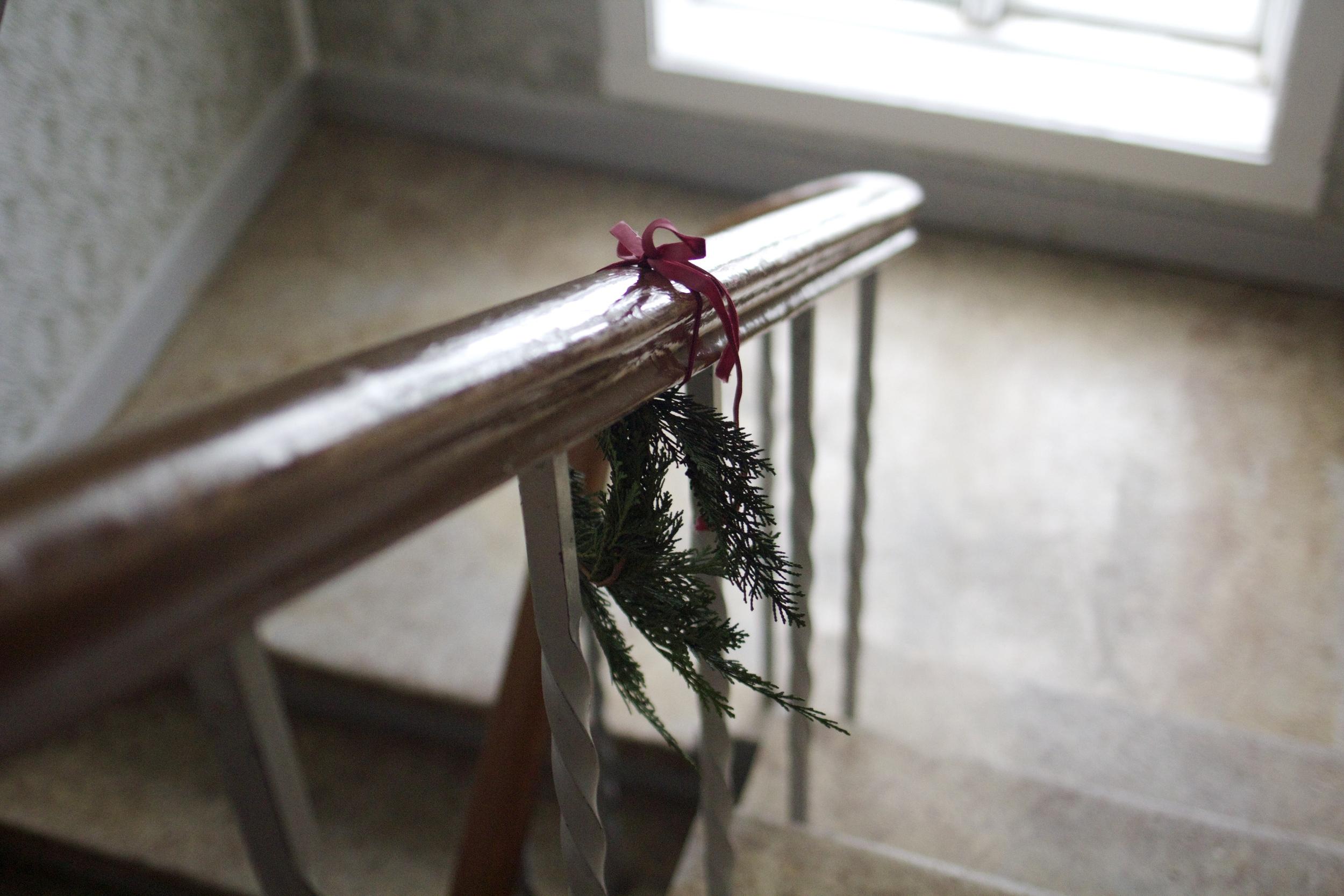 Færsla 9. desembers sýndi skreyttan stigagang í blokkinni hennar Ionu