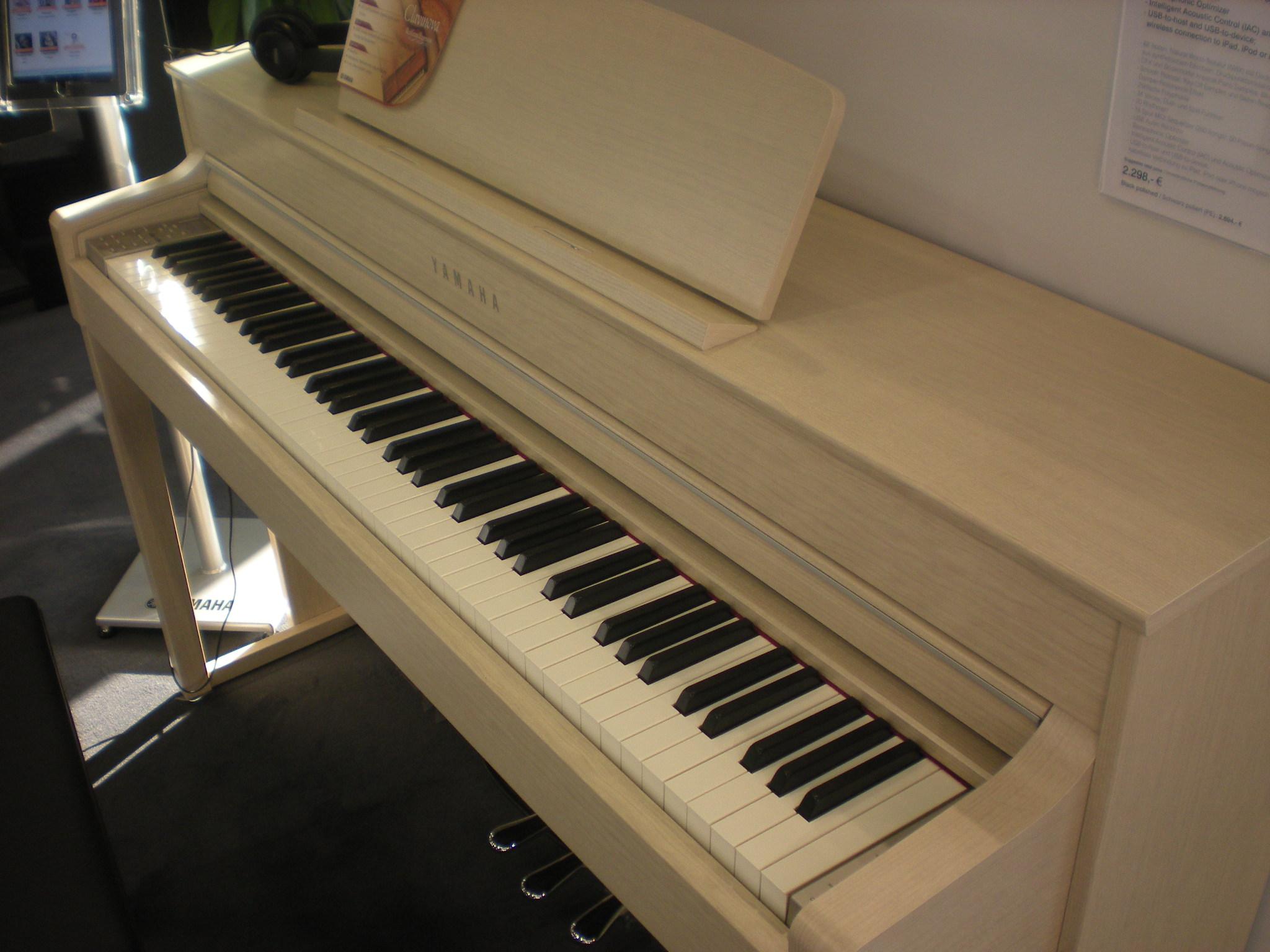 Yamaha CLP-545