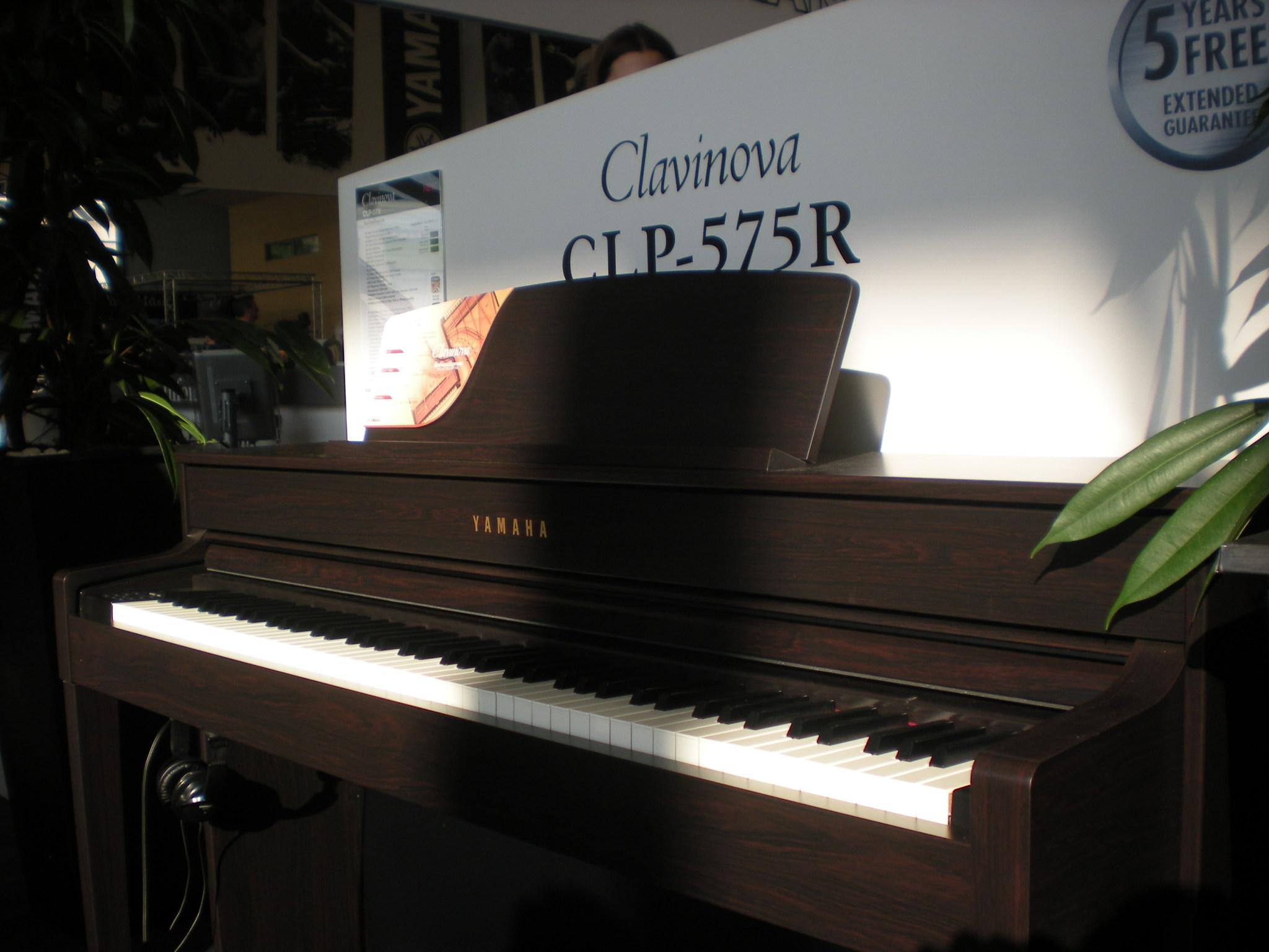 YamahaCLP-575