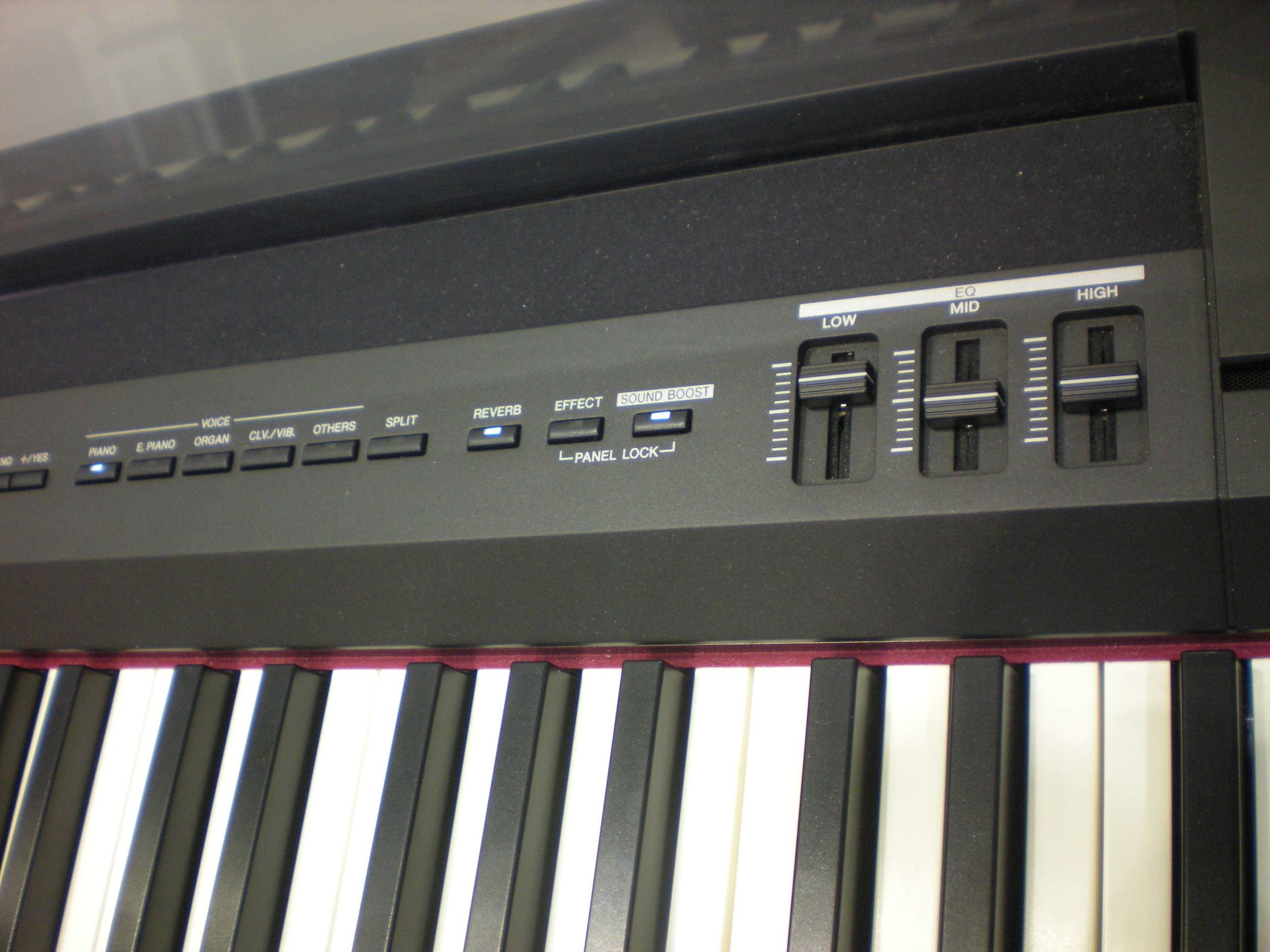 Yamaha P-255 - panel