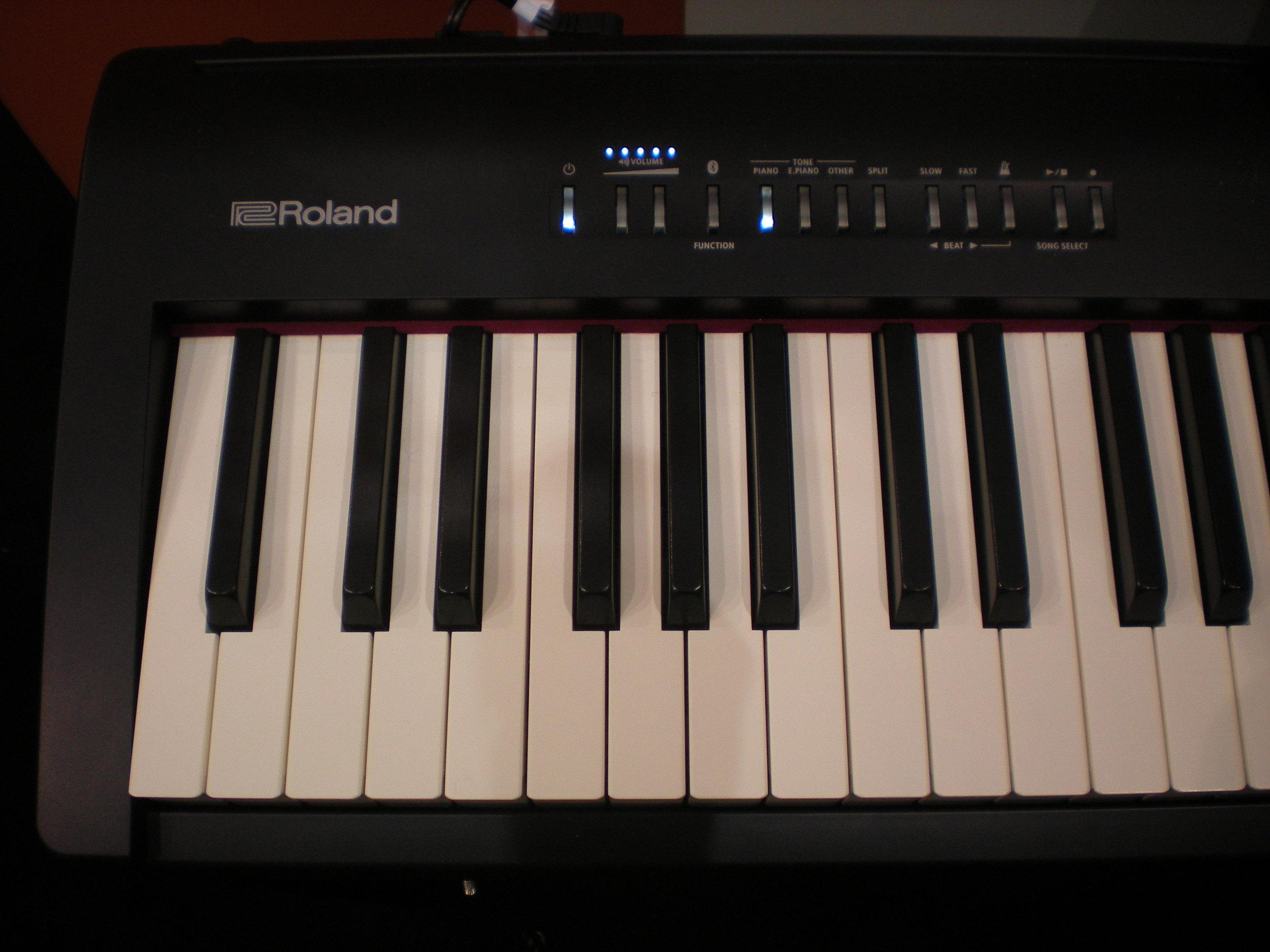 Roland FP-30 - panel
