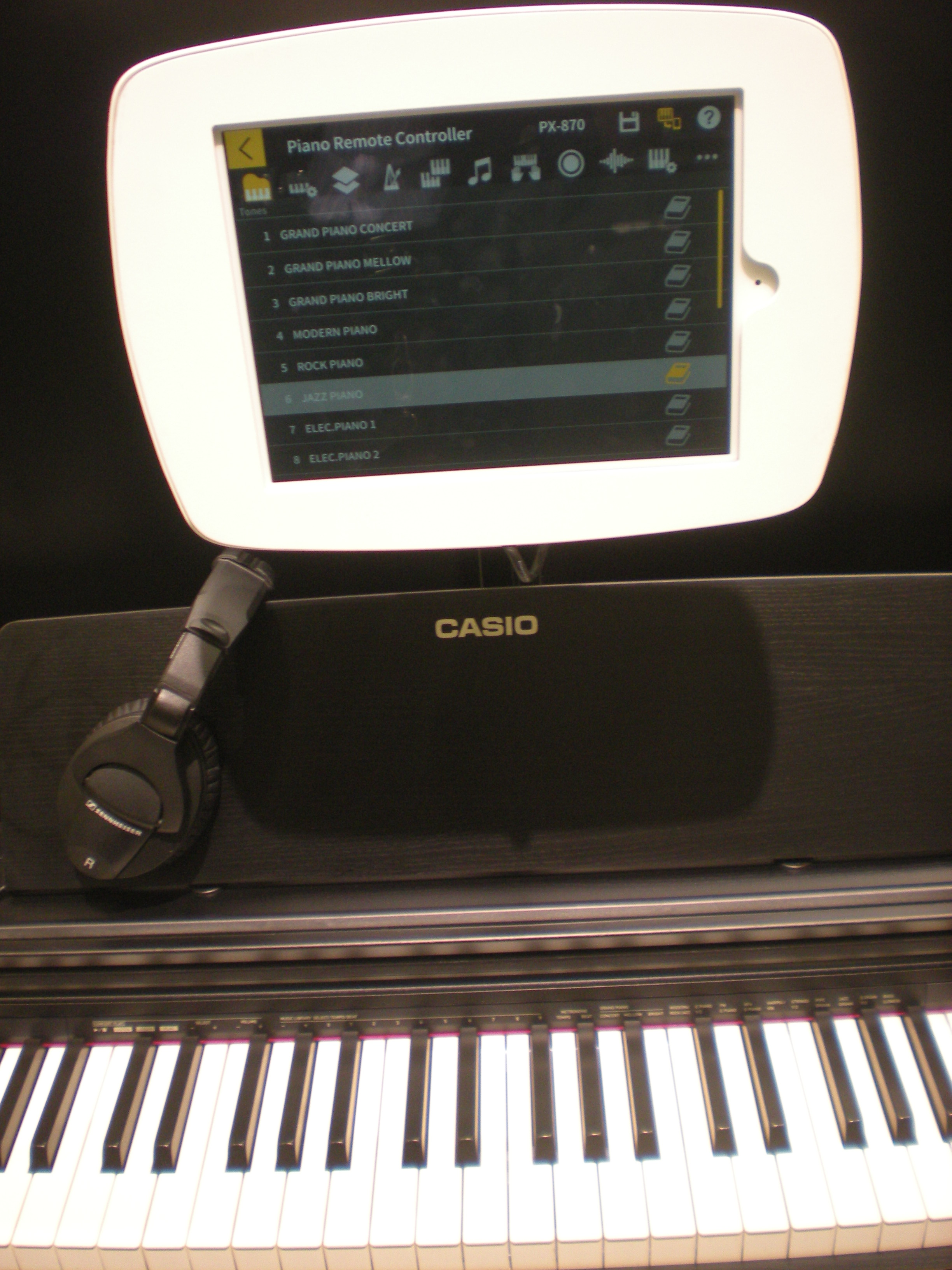 Casio PX-870, Chordana Play Piano