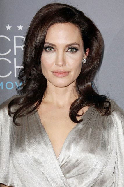 red carpetAngelina-Jolie-Vogue-16Jan15-Rex_b_426x639_1.jpg