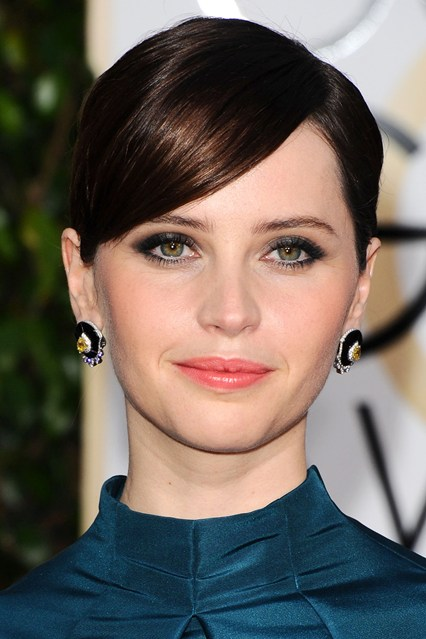 red carpetFelicity-Jones-vogue-12jan15-rex_b_426x639.jpg