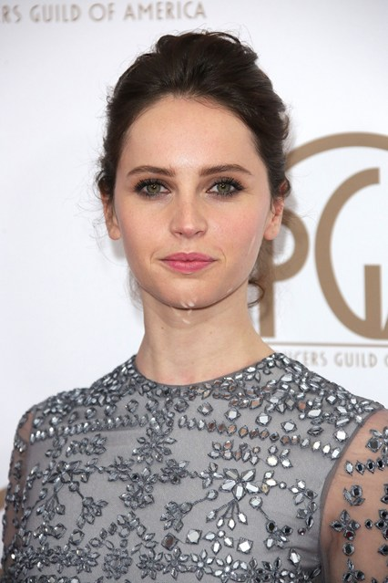 red carpetFelicity-Jones-vogue-26jan15-rex_b_426x639_1.jpg